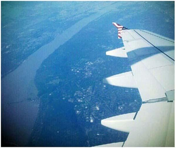 乘飞机选窗边座位 欣赏独特美景【组图】